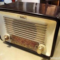 Radios de válvulas: RADIO VÁLVULAS ASKAR - MODELO 452-U - AÑO 1955 - VOLTAJE 110-127 - 5 LÁMPARAS. Lote 214577993