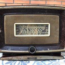 Radios de válvulas: MÁS PONIENDO USMO RADIO ANTIGUA MARCONI MODELO 450 4 VÁLVULAS 1531 PATHE USMO. Lote 215639806