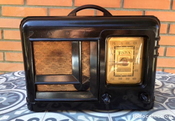 RADIO ANTIGUA FADA MODEL 220. MÁS PONIENDO USMO . (Radios, Gramófonos, Grabadoras y Otros - Radios de Válvulas)