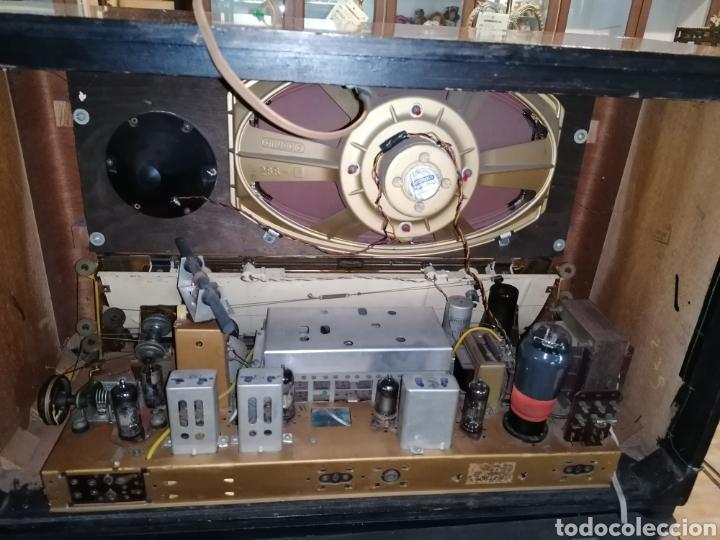 Radios de válvulas: Antiguo radio Grundig funcionando - Foto 4 - 218757106