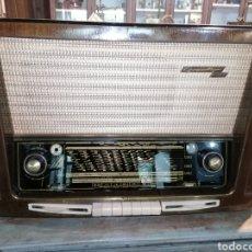 Radios de válvulas: ANTIGUO RADIO GRUNDIG FUNCIONANDO. Lote 218757106