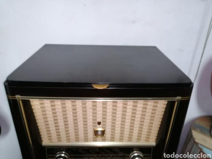 Radios de válvulas: Antiguo radio tocadiscos marca aristona - Foto 4 - 218757632