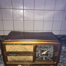 Radio a valvole: RADIO ANTIGUA DE VALVULAS CON SU ESTUCHE.. Lote 219356252