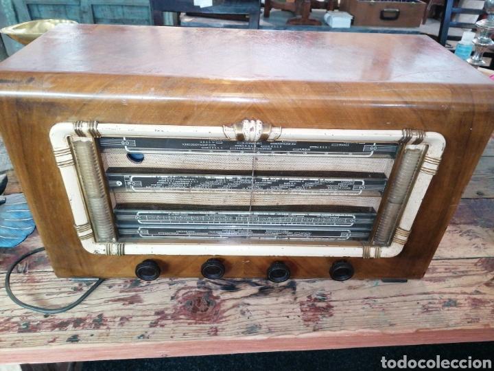 RADIO CON CAJA DE MADERA (Radios, Gramófonos, Grabadoras y Otros - Radios de Válvulas)
