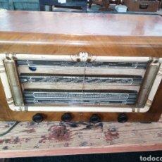 Radios de válvulas: RADIO CON CAJA DE MADERA. Lote 219514241