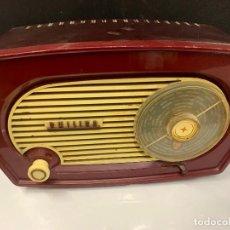 Radios de válvulas: PRECIOSA RADIO DE BAQUELITA DE TAMAÑO PEQUEÑO PHILIPS PHILETTA TYPE BU/02. Lote 219544982