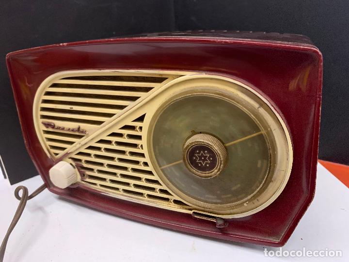 Radios de válvulas: Preciosa radio de baquelita de tamaño pequeño RADIOLA. modelo raro - Foto 2 - 219546322