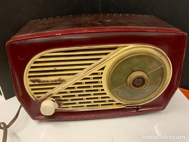 Radios de válvulas: Preciosa radio de baquelita de tamaño pequeño RADIOLA. modelo raro - Foto 3 - 219546322
