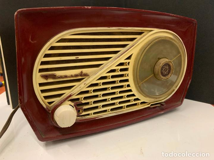 Radios de válvulas: Preciosa radio de baquelita de tamaño pequeño RADIOLA. modelo raro - Foto 6 - 219546322