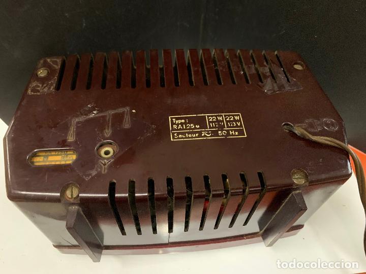 Radios de válvulas: Preciosa radio de baquelita de tamaño pequeño RADIOLA. modelo raro - Foto 7 - 219546322