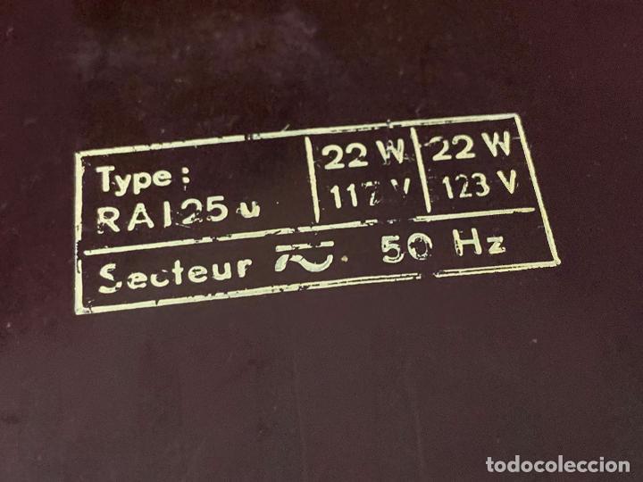 Radios de válvulas: Preciosa radio de baquelita de tamaño pequeño RADIOLA. modelo raro - Foto 8 - 219546322