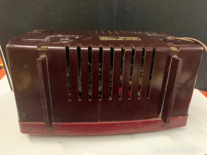 Radios de válvulas: Preciosa radio de baquelita de tamaño pequeño RADIOLA. modelo raro - Foto 9 - 219546322