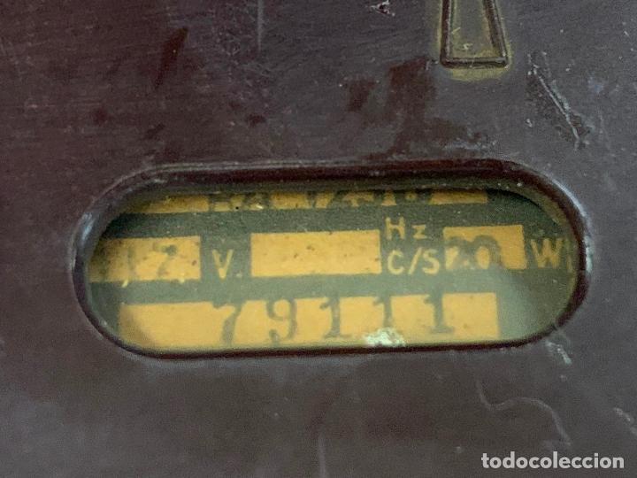 Radios de válvulas: Preciosa radio de baquelita de tamaño pequeño RADIOLA. modelo raro - Foto 10 - 219546322