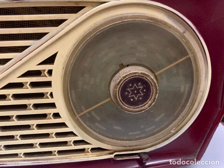 Radios de válvulas: Preciosa radio de baquelita de tamaño pequeño RADIOLA. modelo raro - Foto 11 - 219546322