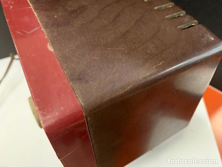 Radios de válvulas: Preciosa radio de baquelita de tamaño pequeño RADIOLA. modelo raro - Foto 13 - 219546322