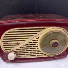 Radios de válvulas: PRECIOSA RADIO DE BAQUELITA DE TAMAÑO PEQUEÑO RADIOLA. MODELO RARO. Lote 219546322
