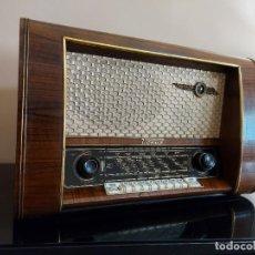 Radios de válvulas: ANTIGUA RADIO DE VÁLVULAS LOEWE OPTA VENUS 1954. Lote 219664050