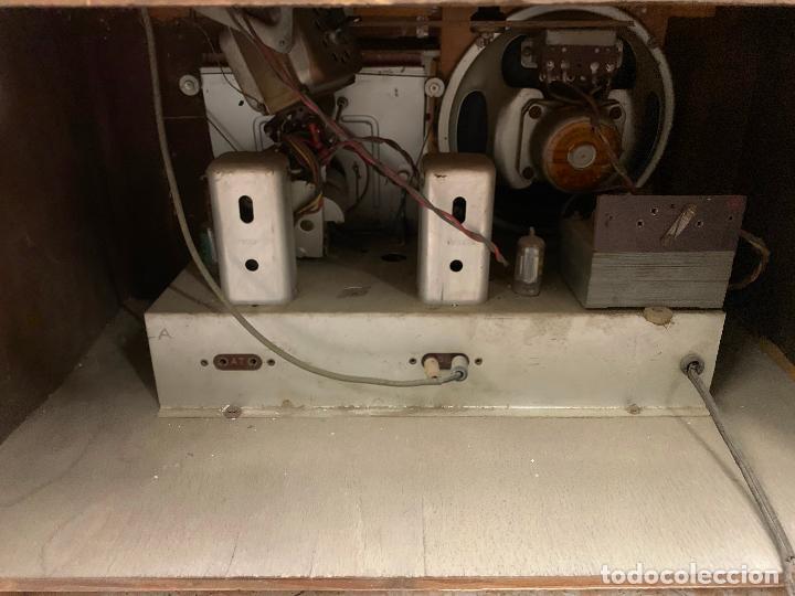 Radios de válvulas: Excepcional radio tocadiscos, ART-DECO, STROBOSCOPE MILLS SIRENAVOX. Rarisima. Pieza de museo - Foto 11 - 220366938