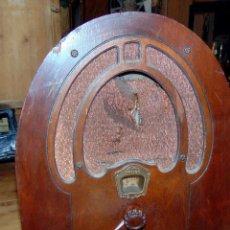 Radios de válvulas: RADIO CAPILLA, PHILCO, MADERA, MIRAR FOTOS Y DESCRIPCIÓN, TELA DEL ALTAVOZ DETERIORADA.W. Lote 220451446