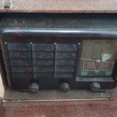 Radios de válvulas: RADIO PORTATIL DE VALVULAS CON MALETA DE TRANSPORTE.. Lote 220703067