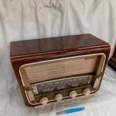 Radios de válvulas: PRECIOSA RADIO ANTIGUA MARCA TELEFUNKEN!. Lote 221963131