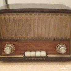 Radios de válvulas: RADIO PHILIPS B372U BAQUELITA.. Lote 222013328