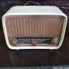 Radios à lampes: PRECIOSA RADIO BAQUELITA PHILIPS BLANCA. Lote 222013760