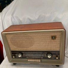 Radios de válvulas: ANTIGUA RADIO PHILIPS CON ORQUESTRA EN EL DIAL!. Lote 222079283
