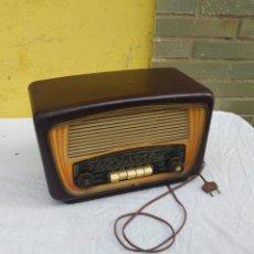 Radios de válvulas: ANTIGUA RADIO DE VÁLVULAS RADIALVA BAQUELITA CHOCOLATE. Lote 222174508