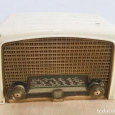 Radios de válvulas: RADIO PHILIPS BAQUELITA BLANCA. Lote 222352488