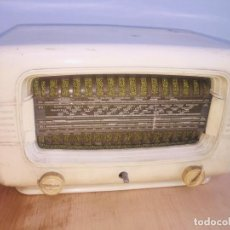 Radios de válvulas: RADIO VALCULAS BAQUELITA BLANCA SUPER-AS 53. Lote 222455108