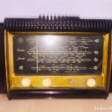 Radio a valvole: RARA RADIO DE BAQUELITA ROJA SCHNEIDER CON ALTAVOZ EN LA PARTE SUPERIOR. Lote 222571953