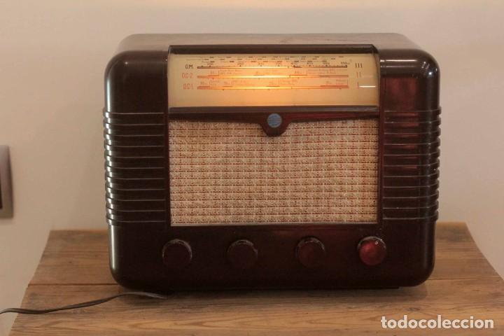 RADIO A VALVULAS MARCONI P51BA. MUY BUEN ESTADO. FUNCIONANDO. (Radios, Gramófonos, Grabadoras y Otros - Radios de Válvulas)