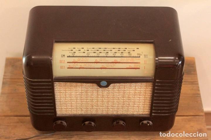 Radios de válvulas: RADIO A VALVULAS MARCONI P51BA. Muy buen estado. Funcionando. - Foto 4 - 223104418