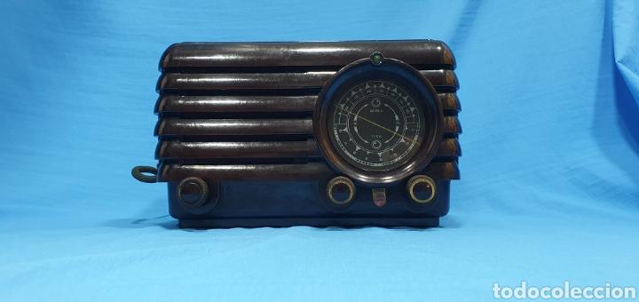 ANTIGUA RADIO PHILIPS DE BAQUELITA. NO FUNCIONA (Radios, Gramófonos, Grabadoras y Otros - Radios de Válvulas)