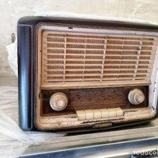 Radios de válvulas: RADIO ANTIGUA NO PROVADA MARCA INVICTA. Lote 224951530