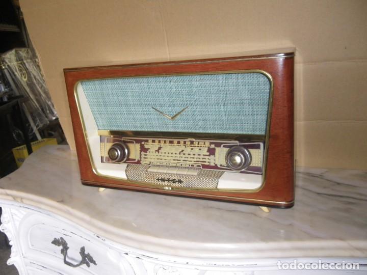 ANTIGUA RADIO RESTAURADA MADERA DE NOGAL . MARCA INTER (Radios, Gramófonos, Grabadoras y Otros - Radios de Válvulas)