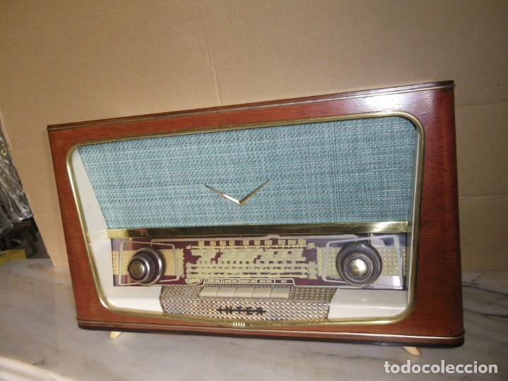 Radios de válvulas: ANTIGUA RADIO RESTAURADA MADERA DE NOGAL . MARCA INTER - Foto 3 - 225285776