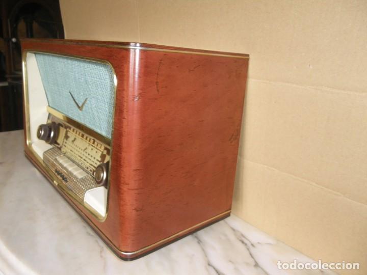 Radios de válvulas: ANTIGUA RADIO RESTAURADA MADERA DE NOGAL . MARCA INTER - Foto 4 - 225285776