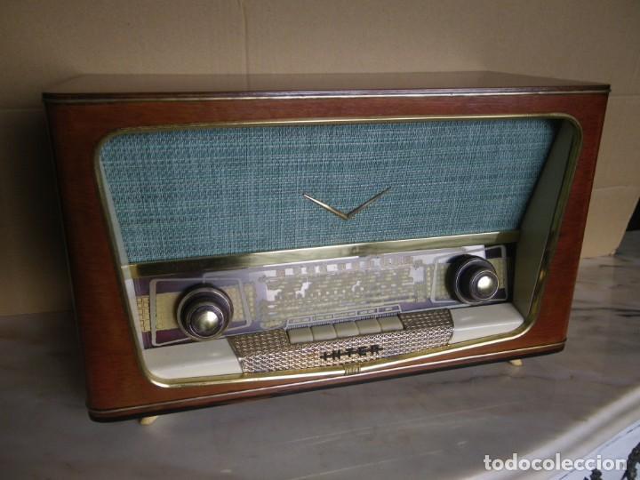 Radios de válvulas: ANTIGUA RADIO RESTAURADA MADERA DE NOGAL . MARCA INTER - Foto 7 - 225285776