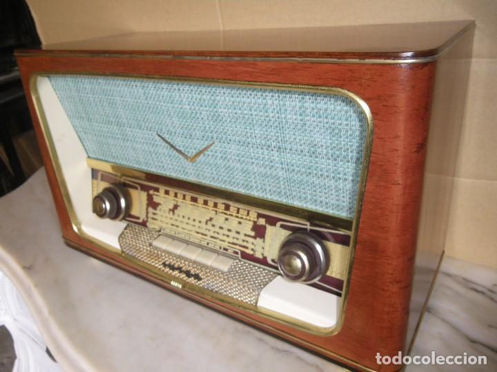 Radios de válvulas: ANTIGUA RADIO RESTAURADA MADERA DE NOGAL . MARCA INTER - Foto 11 - 225285776