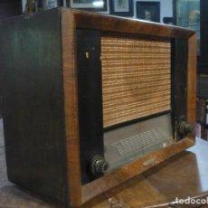 Radios de válvulas: RADIO AÑOS 40 DE VÁLVULAS DE GRAN TAMAÑO, 53X38X24 CM HAY LO QUE SE APRECIA.. Lote 225714256