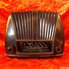 Radios de válvulas: RADIO TELEFUNKEN TROVADOR U-1653. COMPLETA. NECESITA REVISIÓN. CUERPO DE BAQUELITA EN BUEN ESTADO,. Lote 228124515