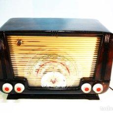 Radios de válvulas: RADIO A VÁLVULAS MARCA WINDSOR 8. FUNCIONANDO. 38 X 19 CM. 23 CM DE ALTO.. Lote 228926795