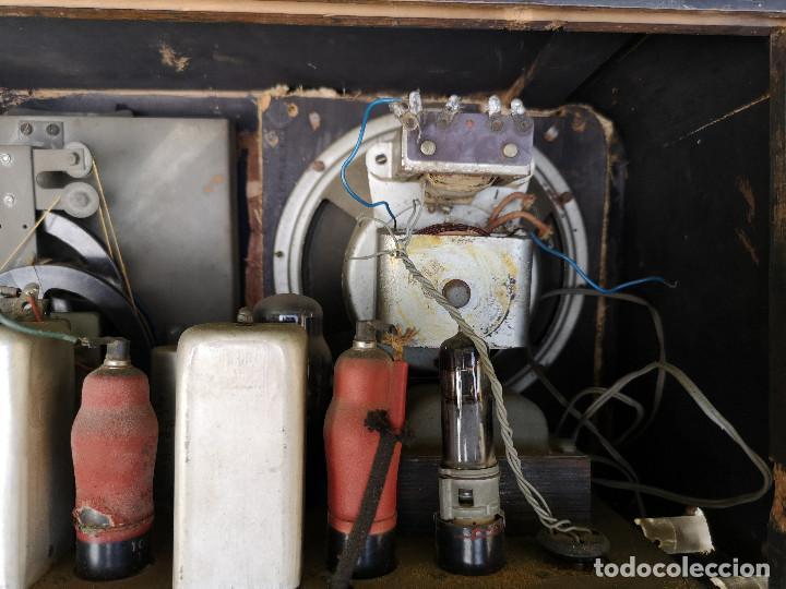 Radios de válvulas: RADIO INVICTA 330. MUEBLE MADERA. PRECIOSA. (VER FOTOS) - Foto 11 - 149542906