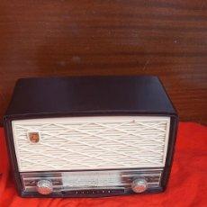 Radios de válvulas: ANTIGUA RADIO PHILIPS BAKELITA ANO 50. Lote 232059955