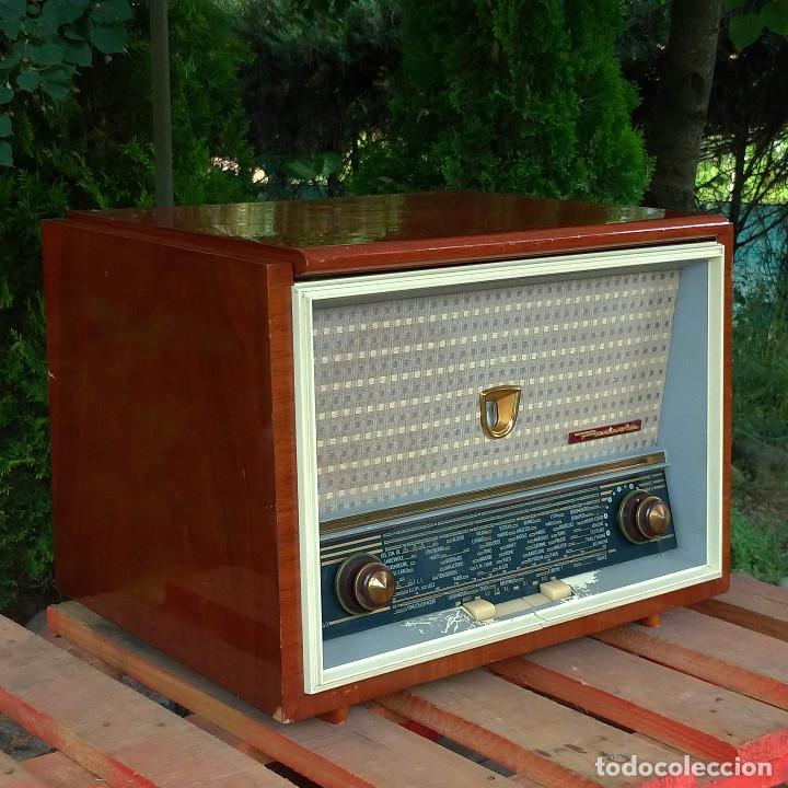 Radios de válvulas: Radio antigua con giradiscos RADIOLA - Foto 2 - 234562370