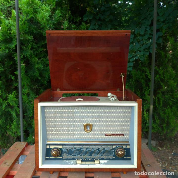 Radios de válvulas: Radio antigua con giradiscos RADIOLA - Foto 3 - 234562370