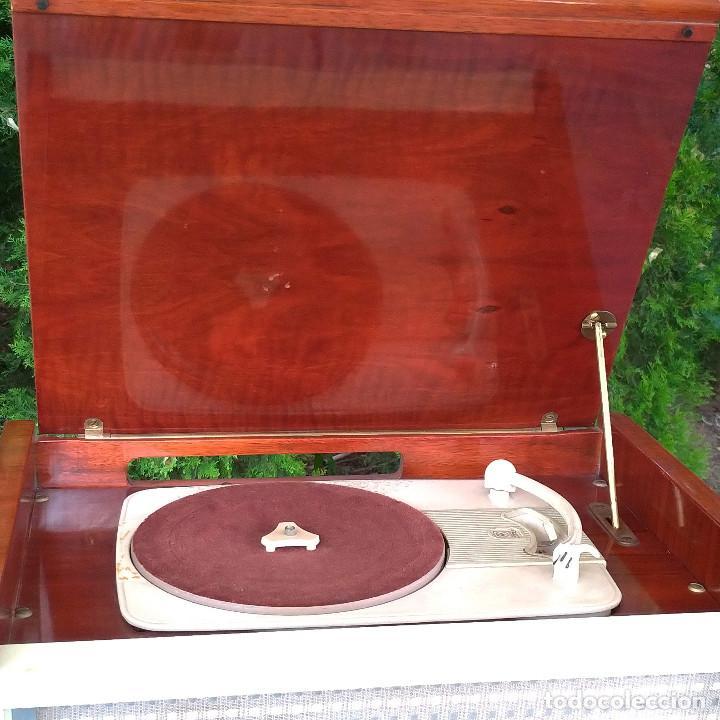 Radios de válvulas: Radio antigua con giradiscos RADIOLA - Foto 5 - 234562370