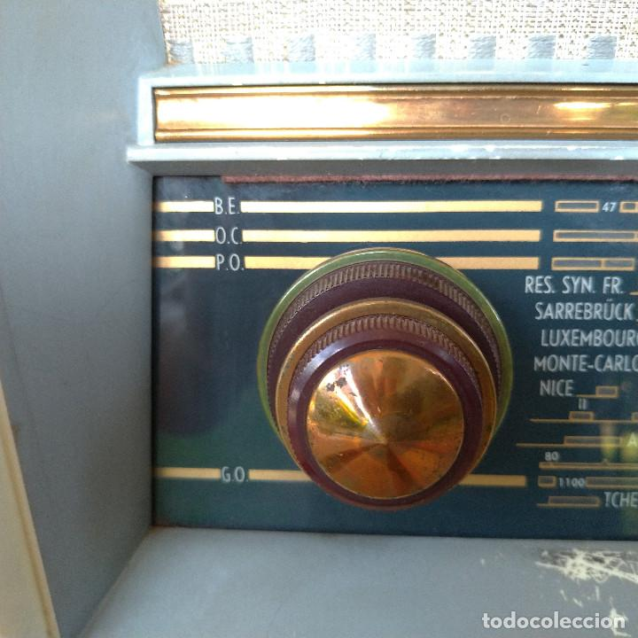 Radios de válvulas: Radio antigua con giradiscos RADIOLA - Foto 12 - 234562370